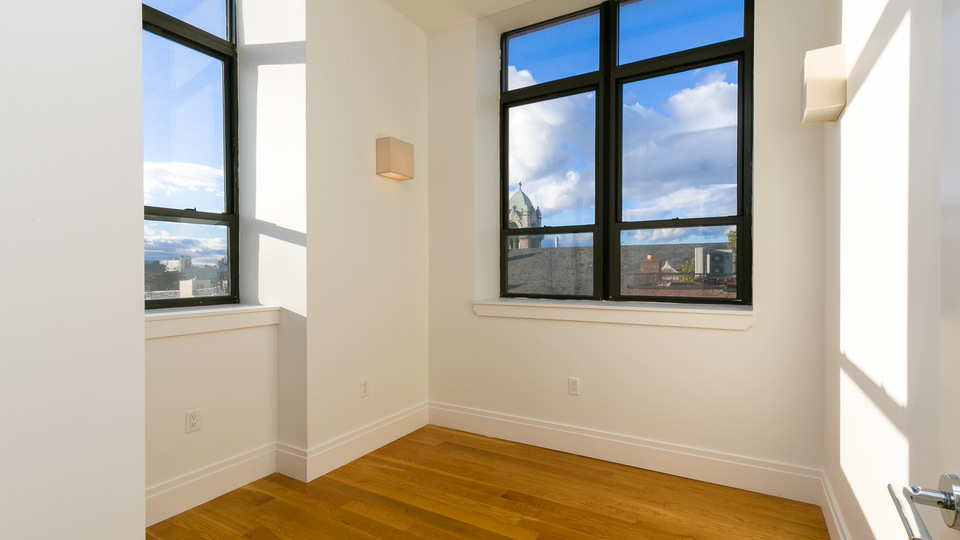A $3,850.00, 3 bed / 1 bathroom apartment in Greenpoint
