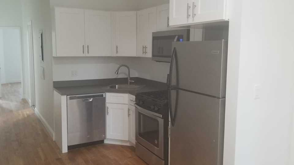 A $2,499.00, 3 bed / 1 bathroom apartment in Bushwick