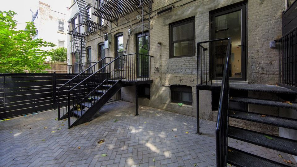A $4,375.00, 2.5 bed / 2 bathroom apartment in South Slope