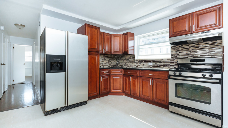 A $2,400.00, 3 bed / 1.5 bathroom apartment in East New York
