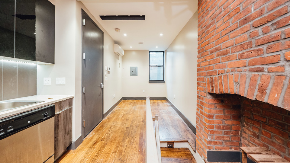 A $2,450.00, 1.5 bed / 1 bathroom apartment in Williamsburg