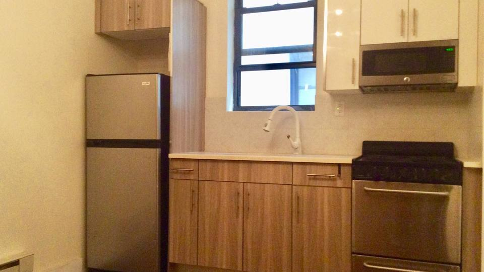 A $2,200.00, 3 bed / 1 bathroom apartment in Crown Heights