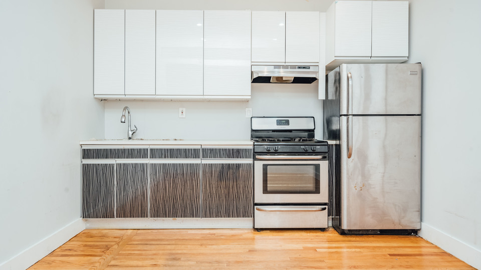 A $2,600.00, 4 bed / 1 bathroom apartment in Bed-Stuy