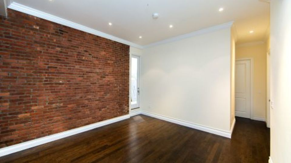 A $7,975.00, 5 bed / 2 bathroom apartment in Kips Bay