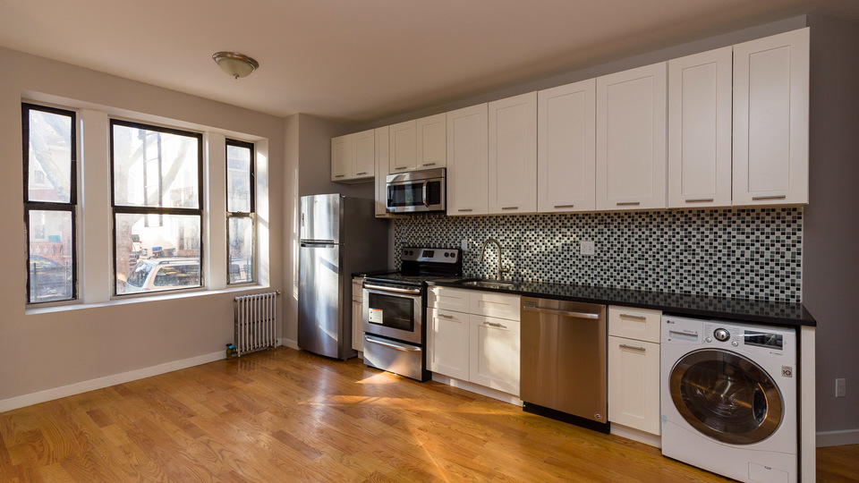 A $2,979.00, 4 bed / 2 bathroom apartment in Kensington