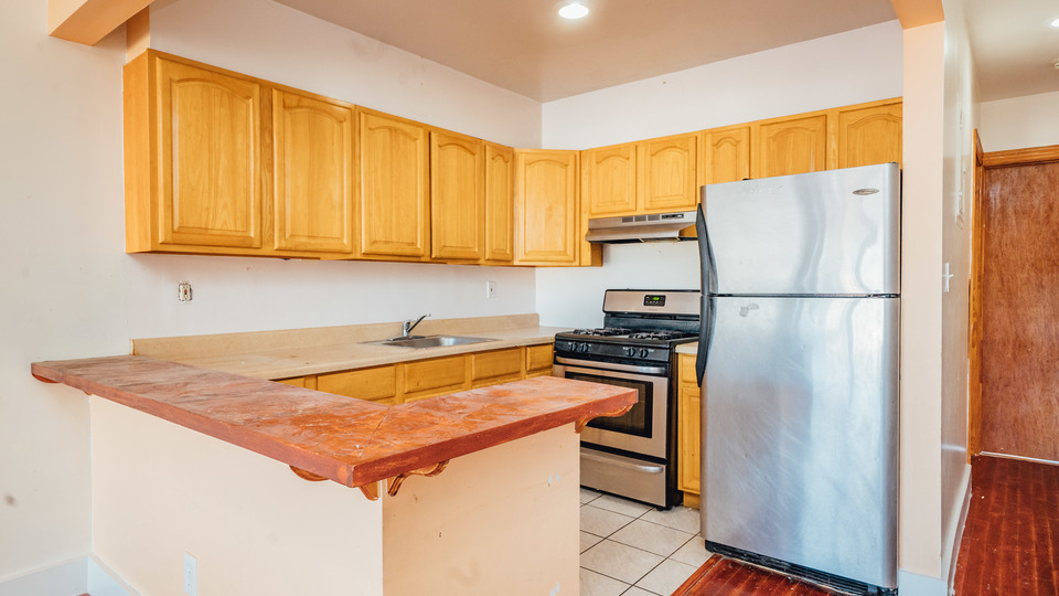 A $2,450.00, 3 bed / 1 bathroom apartment in Bushwick