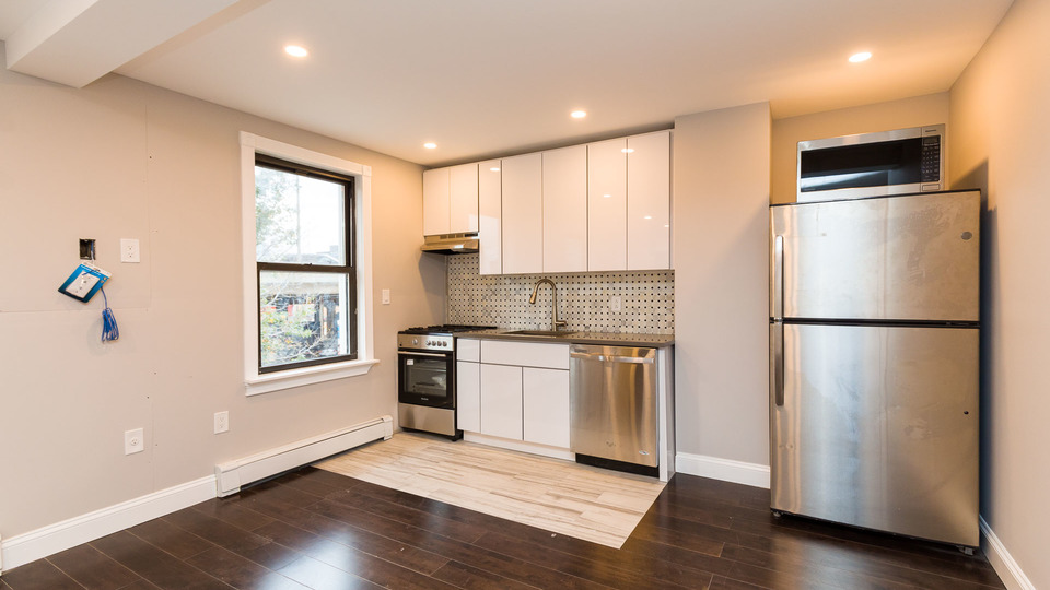 A $3,499.00, 3 bed / 1 bathroom apartment in Williamsburg