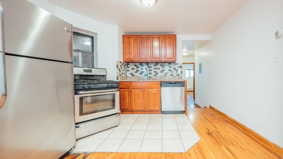 A $3,500.00, 3 bed / 1 bathroom apartment in Park Slope