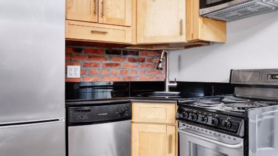 A $2,295.00, 0 bed / 1 bathroom apartment in Murray Hill