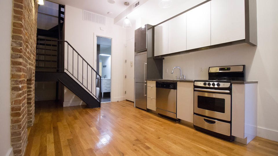 A $3,822.00, 3 bed / 1 bathroom apartment in Williamsburg