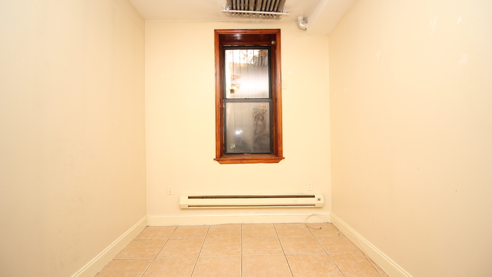 A $1,900.00, 3 bed / 1 bathroom apartment in Bed-Stuy