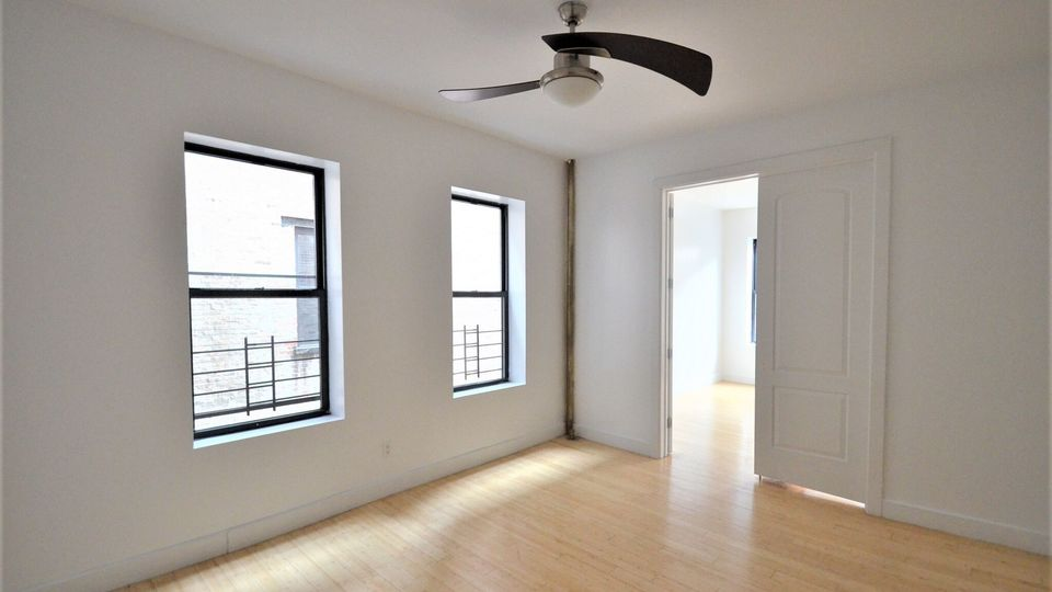 A $2,800.00, 3 bed / 1 bathroom apartment in Washington Heights