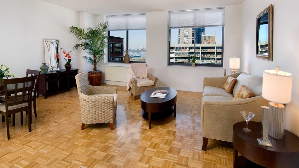 A $5,330.00, 2 bed / 2 bathroom apartment in Hell's Kitchen