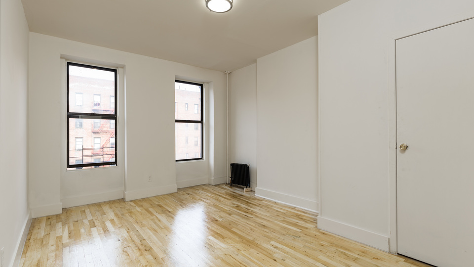 A $2,470.00, 3 bed / 1 bathroom apartment in East Harlem