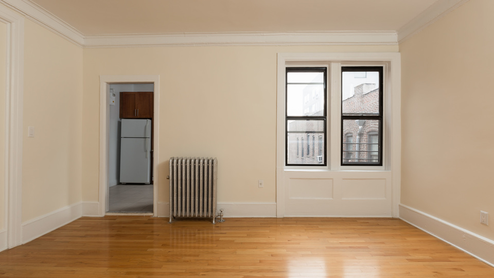 A $4,450.00, 5 bed / 2 bathroom apartment in Washington Heights