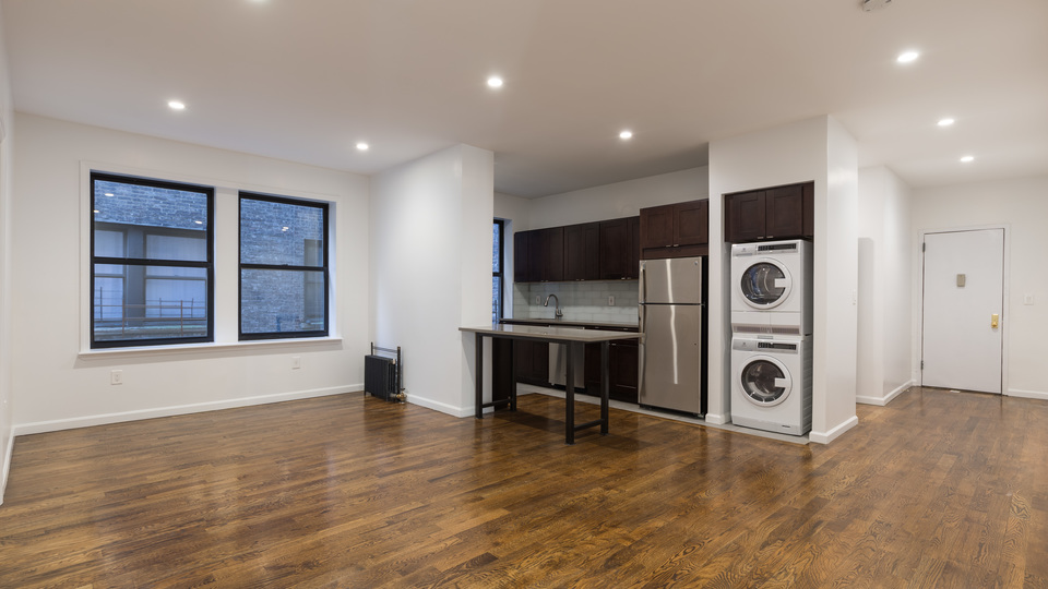 A $3,595.00, 3 bed / 2 bathroom apartment in Washington Heights