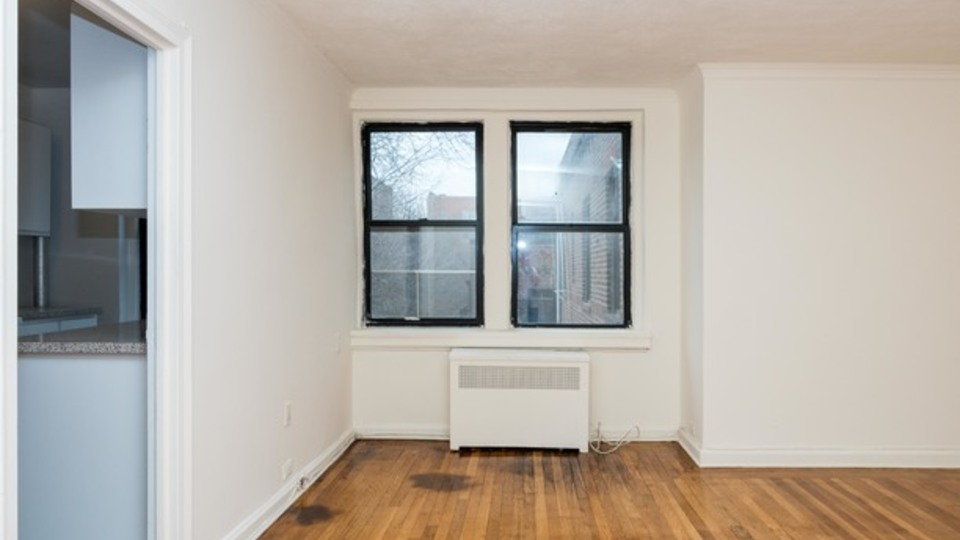 A $1,650.00, 0 bed / 1 bathroom apartment in Sunnyside