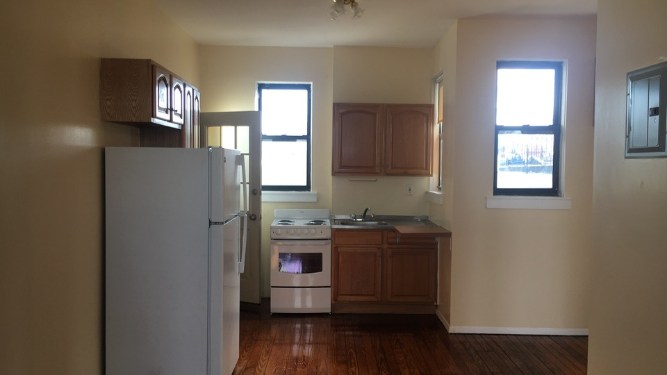 A $2,200.00, 3 bed / 1 bathroom apartment in Ridgewood