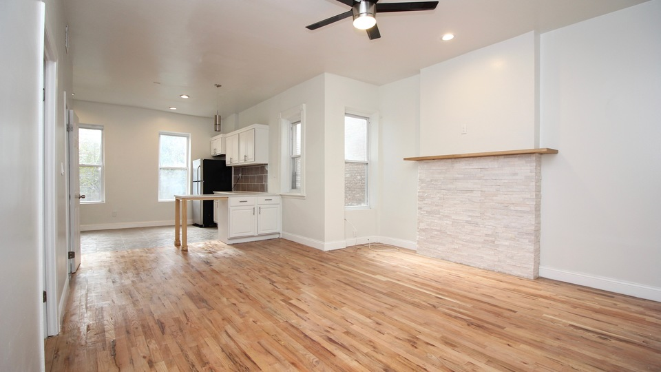 A $2,950.00, 3.5 bed / 1 bathroom apartment in Bed-Stuy