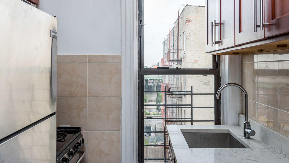 A $1,650.00, 0 bed / 1 bathroom apartment in Park Slope