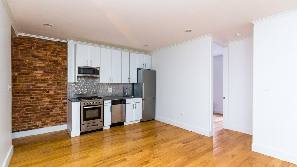 A $3,675.00, 3 bed / 1 bathroom apartment in Williamsburg