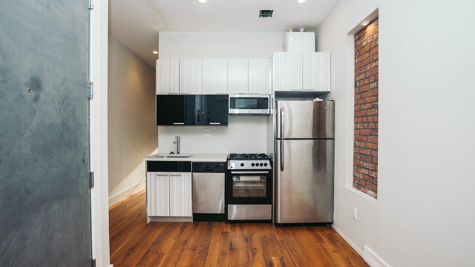 A $2,600.00, 3 bed / 1 bathroom apartment in Bushwick