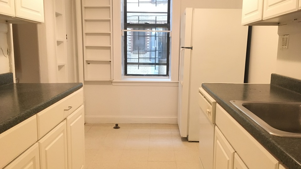 A $2,850.00, 3 bed / 1 bathroom apartment in Flatbush