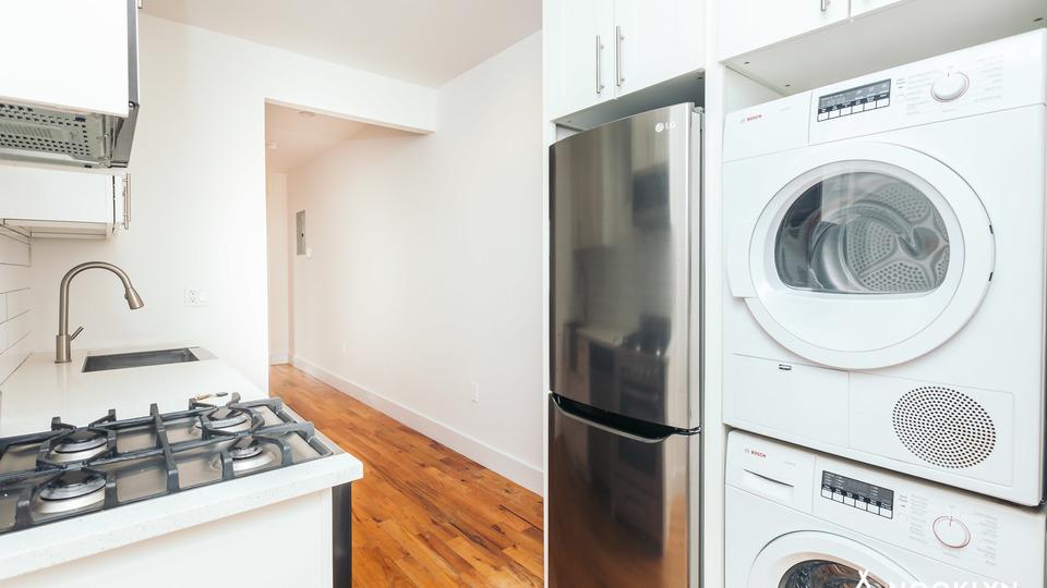 A $2,585.00, 3 bed / 1 bathroom apartment in Ridgewood