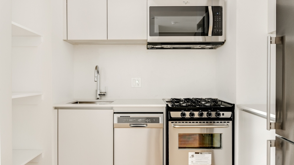 A $1,695.00, 0 bed / 1 bathroom apartment in Crown Heights