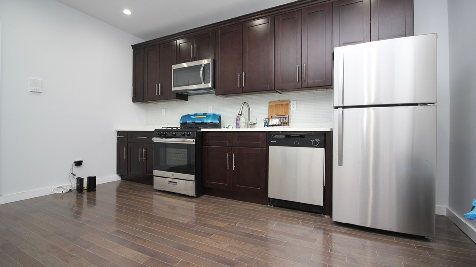 A $2,800.00, 3.5 bed / 1 bathroom apartment in Bed-Stuy