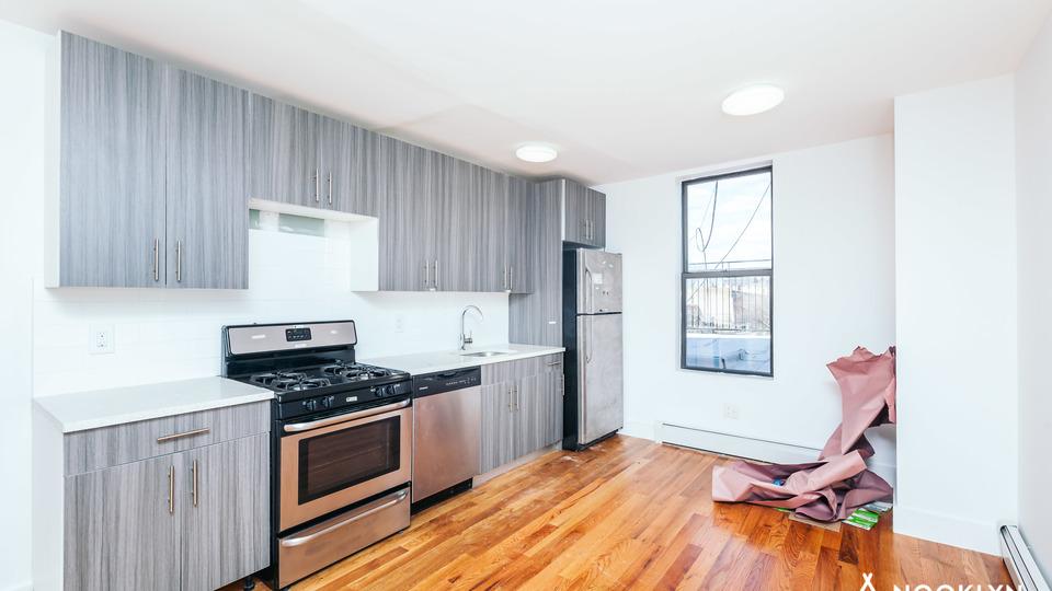 A $2,475.00, 2 bed / 1 bathroom apartment in Bushwick