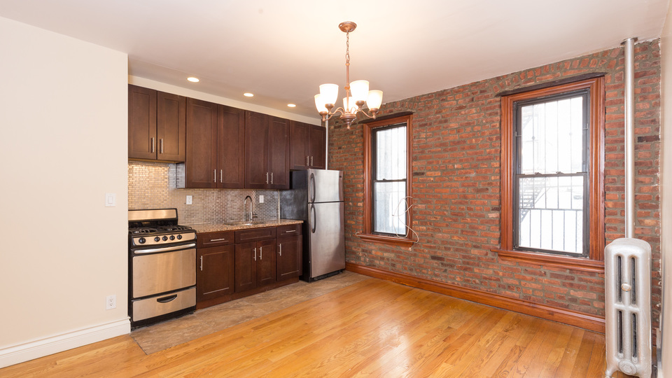 A $2,775.00, 3 bed / 1 bathroom apartment in Crown Heights