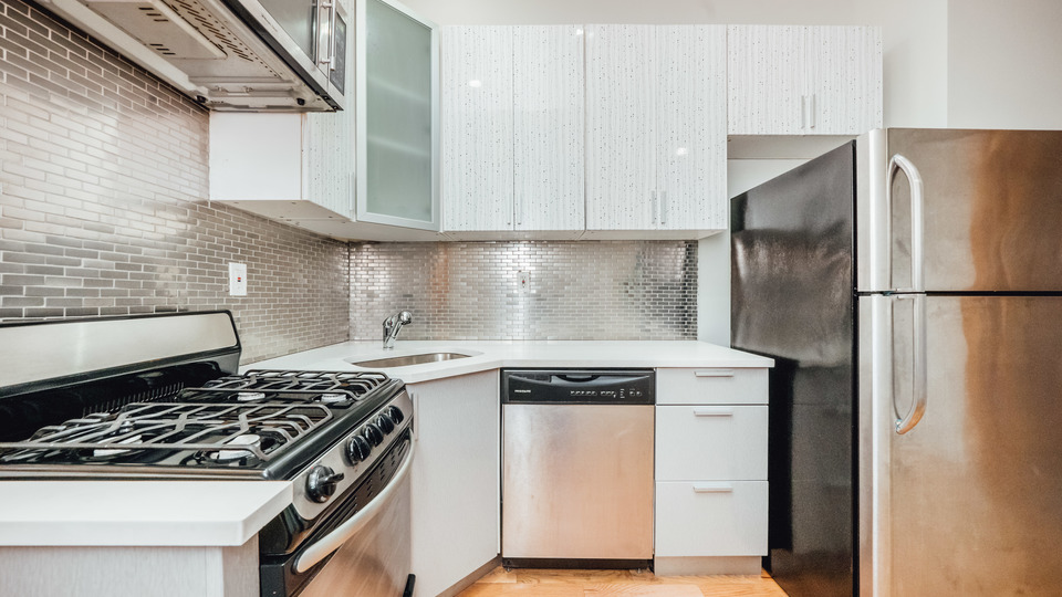 A $2,725.00, 3 bed / 1 bathroom apartment in Greenpoint