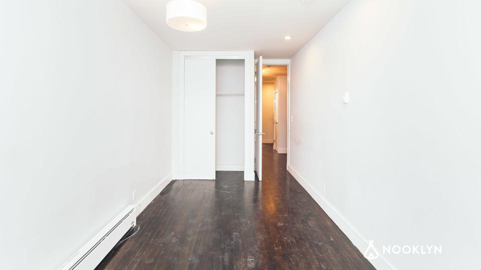 A $2,016.00, 1.5 bed / 1 bathroom apartment in Ridgewood