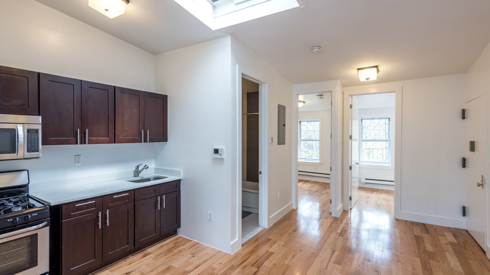 A $2,800.00, 4 bed / 1 bathroom apartment in Bed-Stuy