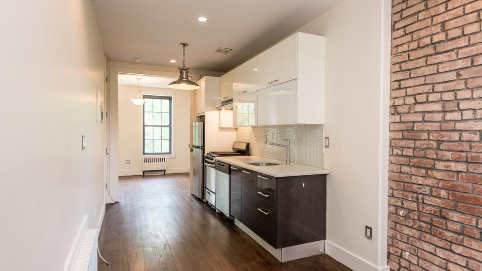 A $2,670.00, 3 bed / 1 bathroom apartment in Bushwick