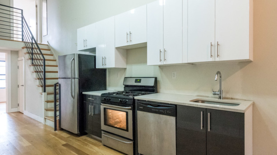 A $2,999.00, 3 bed / 1 bathroom apartment in Bushwick