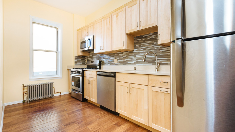 A $2,450.00, 2.5 bed / 1 bathroom apartment in Bushwick