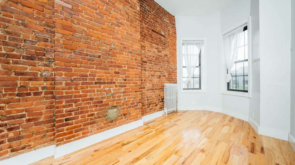 A $1,950.00, 3 bed / 1 bathroom apartment in Bushwick