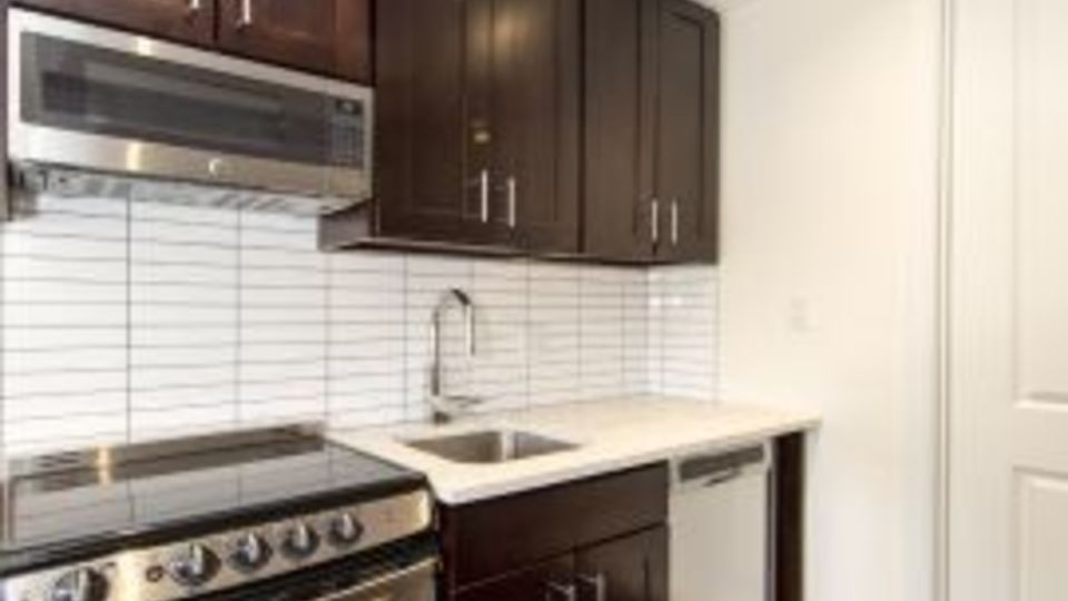 A $1,575.00, 0 bed / 1 bathroom apartment in East Village