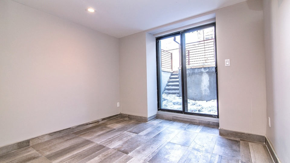 A $3,350.00, 5 bed / 2 bathroom apartment in Bushwick