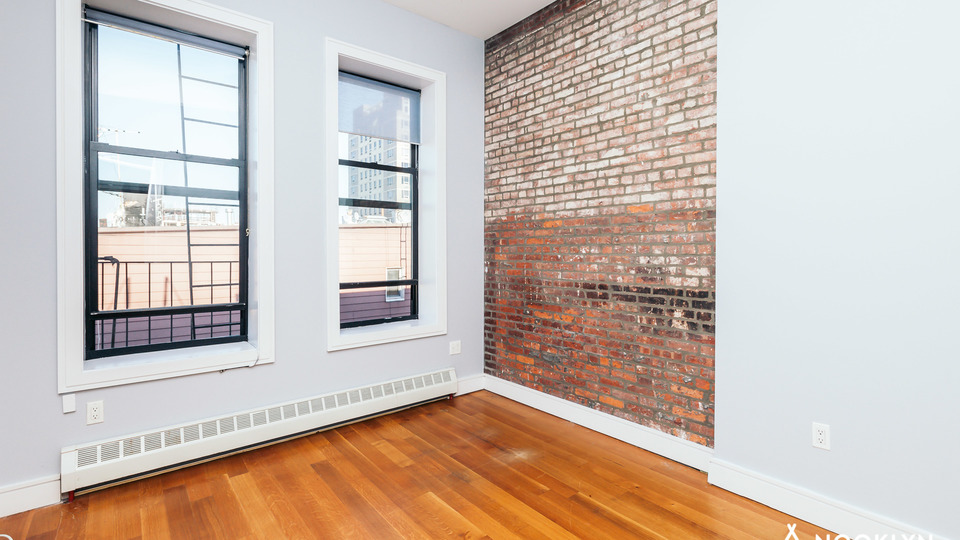 A $2,250.00, 3 bed / 1 bathroom apartment in Bushwick