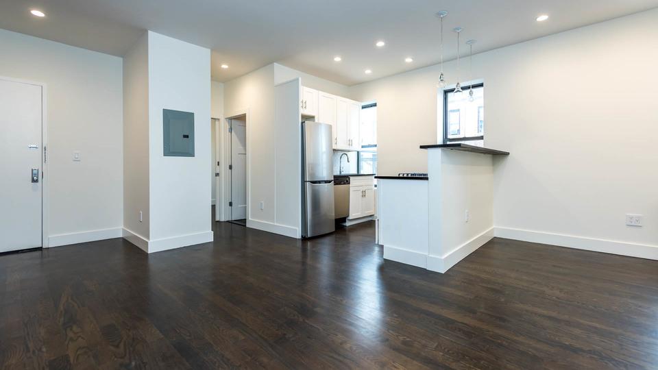 A $2,645.00, 3 bed / 1 bathroom apartment in Bushwick