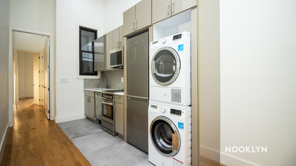 A $2,931.00, 3 bed / 2 bathroom apartment in Greenpoint