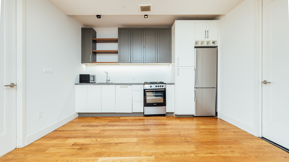 A $3,715.00, 3 bed / 1 bathroom apartment in Williamsburg