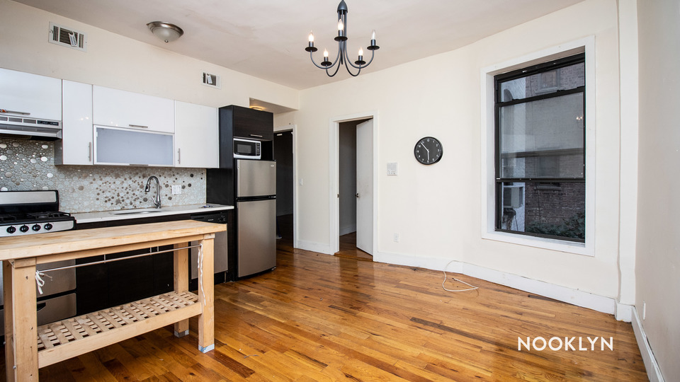 A $2,350.00, 3 bed / 1 bathroom apartment in Crown Heights