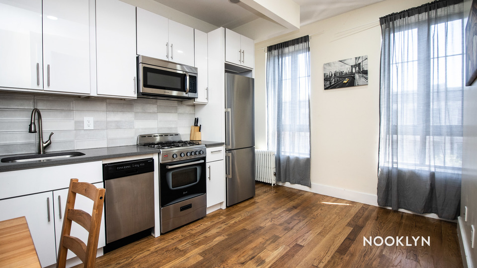 A $2,108.00, 3 bed / 1 bathroom apartment in Bed-Stuy