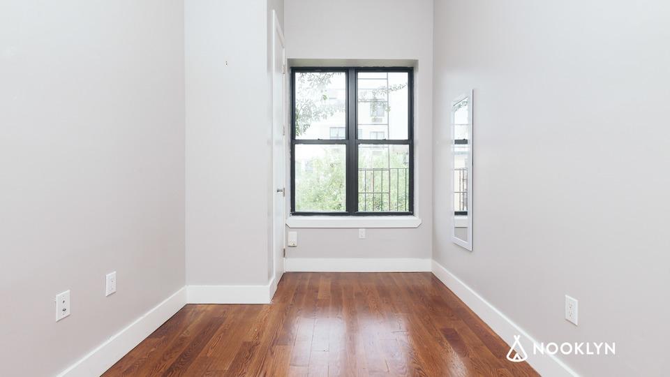 A $2,900.00, 4 bed / 1 bathroom apartment in Bushwick