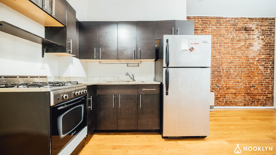 A $2,450.00, 3 bed / 1 bathroom apartment in Crown Heights