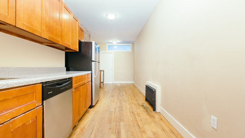A $2,300.00, 3 bed / 1 bathroom apartment in Sunset Park